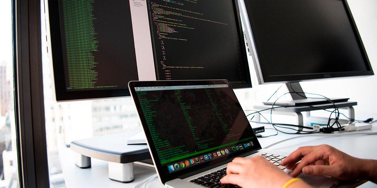 Desarrollo-de-software-a-medida-para-empresas-1200x600